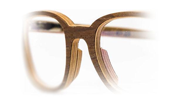 Depuis 2013, nous faisons évoluer nos montures en étroite collaboration avec des opticiens afin qu'elles répondent à leurs besoins. Ajustage, montage et entretien, on a pensé à tout.
